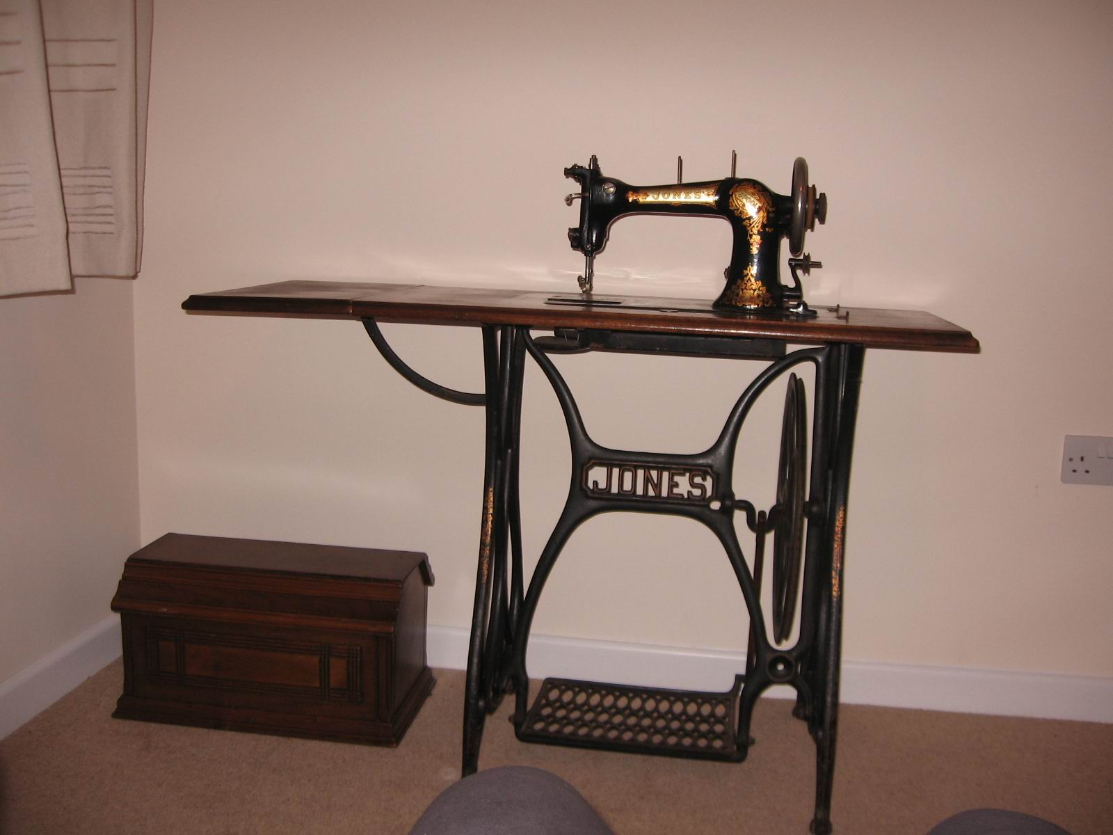 Deb's sewing machine 2.jpg